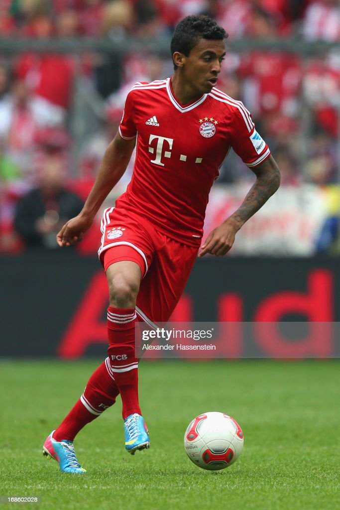 Luiz Gustavo of Bayern Muenchen runs with the ball during the Bundesliga match between FC Bayern Muenchen and FC Ausgburg at the Allianz Arena on May 11, 2013 in Munich, Germany.