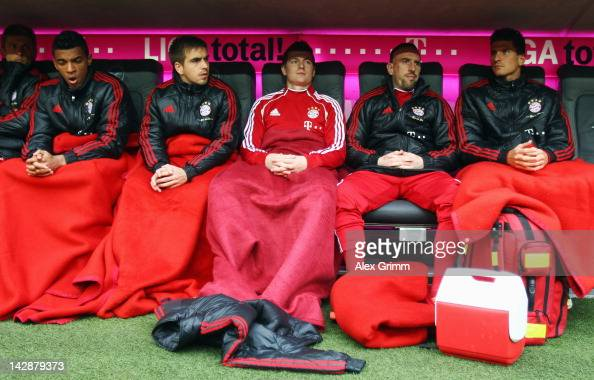 Luiz Gustavo Philipp Lahm Toni Kroos Franck Ribery and Mario Gomez of Muenchen sit on the substitution bench prior to the Bundesliga match between FC...