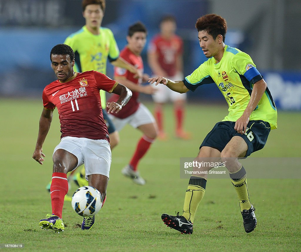 Luiz Muriqui of Guangzhou Evergrande competes for the ball with Ha Dae Sung of FC Seoul during the AFC Champions League Final 2nd leg match between Guangzhou Evergrande and FC Seoul at Guangzhou Tianhe Sport Center Stadium on November 9, 2013 in Guangzhou, China.