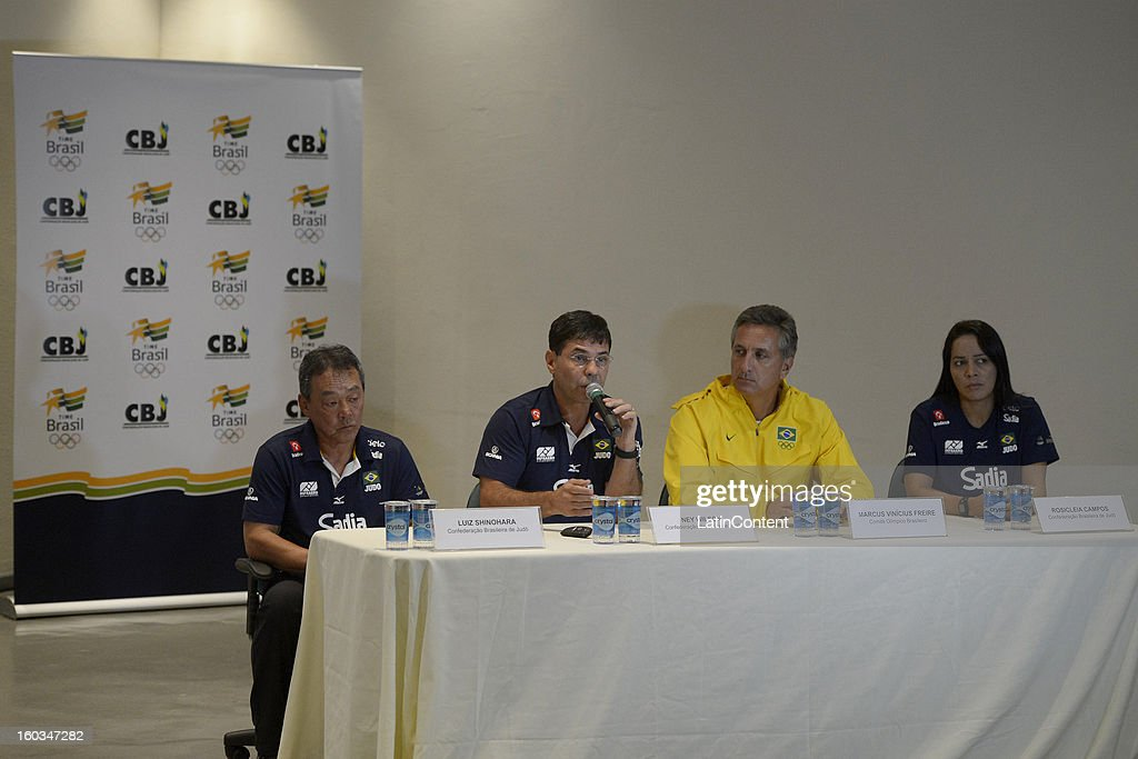 Luiz Shinoraha, Ney Wilson, Marcus Vinicius Freire and Rosicleia Campos talk during the first official training season of the team, who will represent Brazil in the Olympic Games Rio 2016, at Maria Lenk Aquatic Center on January 29, 2013 in Rio de Janeiro, Brazil.