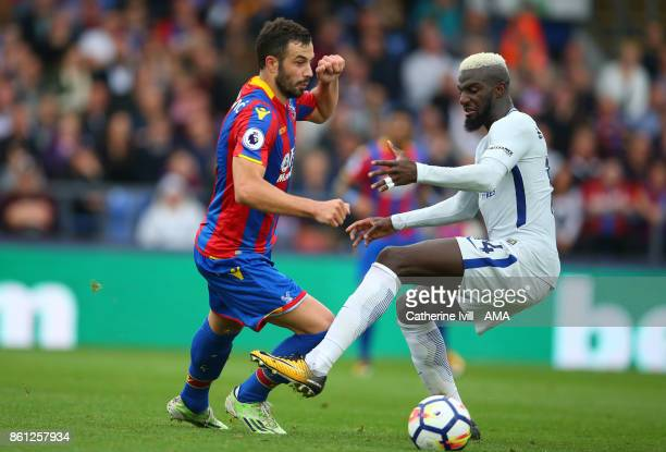 Luka Milivojevic of Crystal Palace and Tiemoue Bakayoko of Chelsea during the Premier League match between Crystal Palace and Chelsea at Selhurst...