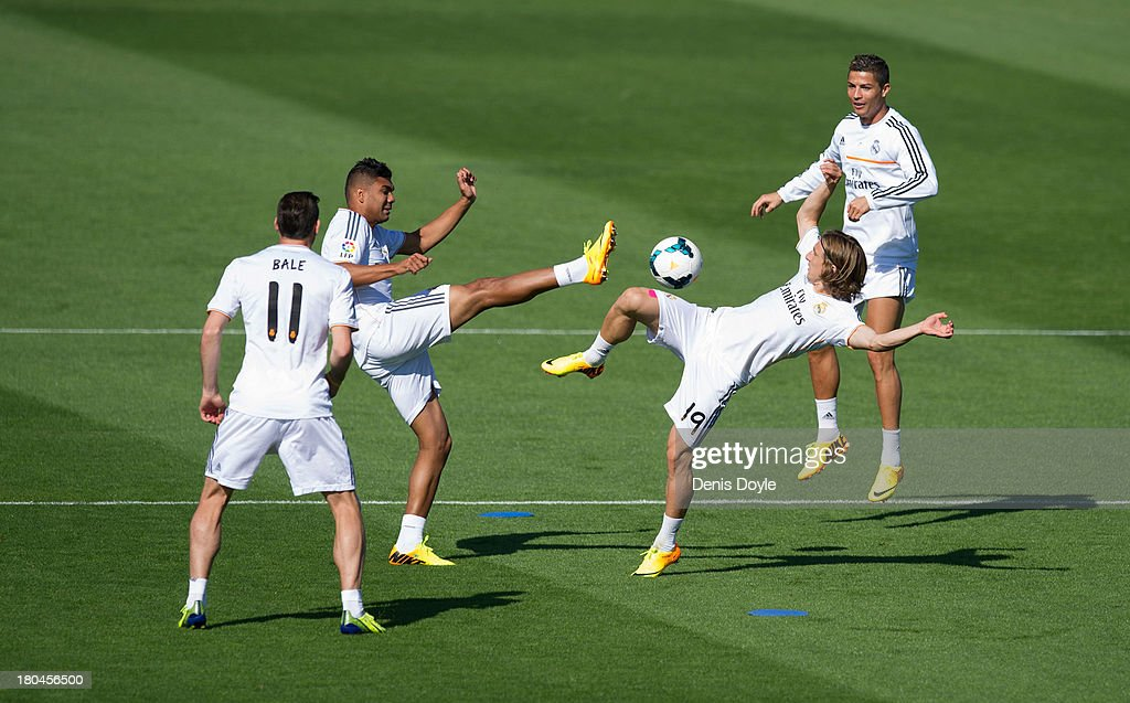 <a gi-track='captionPersonalityLinkClicked' href=/galleries/search?phrase=Luka+Modric&family=editorial&specificpeople=560350 ng-click='$event.stopPropagation()'>Luka Modric</a> (2.R) and Jese Rodriguez (2.L) of Real Madrid go for the ball while <a gi-track='captionPersonalityLinkClicked' href=/galleries/search?phrase=Cristiano+Ronaldo+-+Soccer+Player&family=editorial&specificpeople=162689 ng-click='$event.stopPropagation()'>Cristiano Ronaldo</a> (R) and <a gi-track='captionPersonalityLinkClicked' href=/galleries/search?phrase=Gareth+Bale&family=editorial&specificpeople=609290 ng-click='$event.stopPropagation()'>Gareth Bale</a> (#11) look on during a team training session on September 13, 2013 in Madrid, Spain.