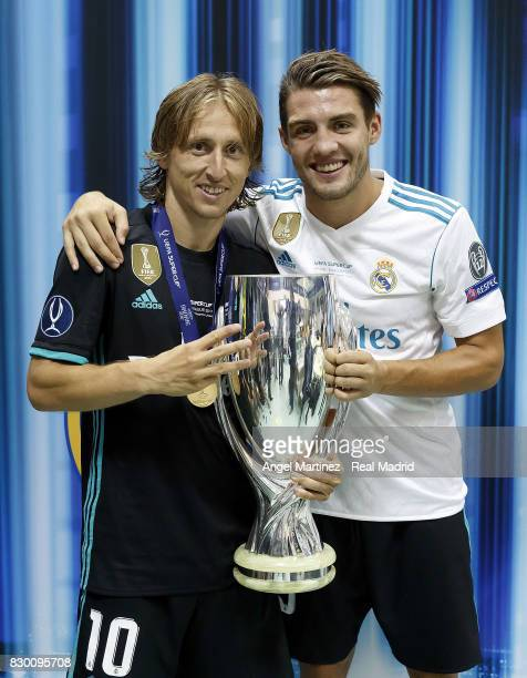 Luka Modric and Mateo Kovacic of Real Madrid pose with the trophy after the UEFA Super Cup match between Real Madrid and Manchester United at Philip...