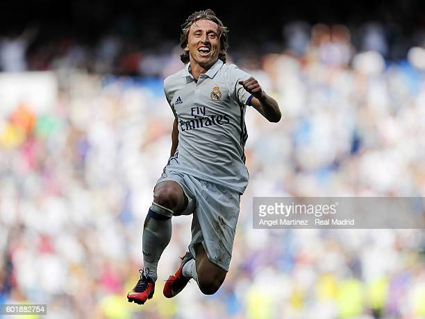 Luka Modric of Real Madrid celebrates after scoring his team's fifth goal during the La Liga match between Real Madrid CF and CA Osasuna at Estadio...