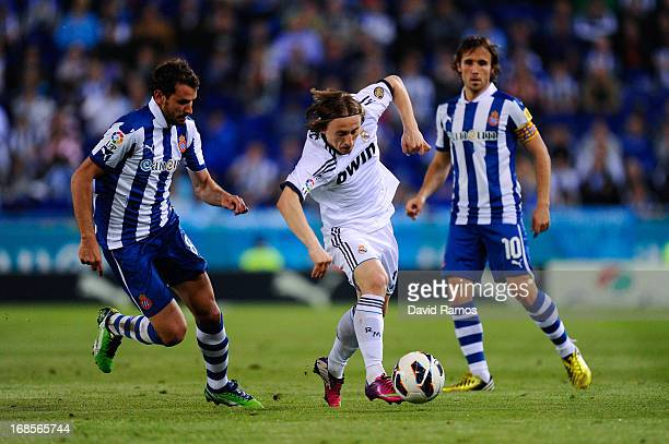 Luka Modric of Real Madrid CF duels for the ball with Christian Stuani and Joan Verdu of RCD Espanyol during the La Liga match between RCD Espanyol...