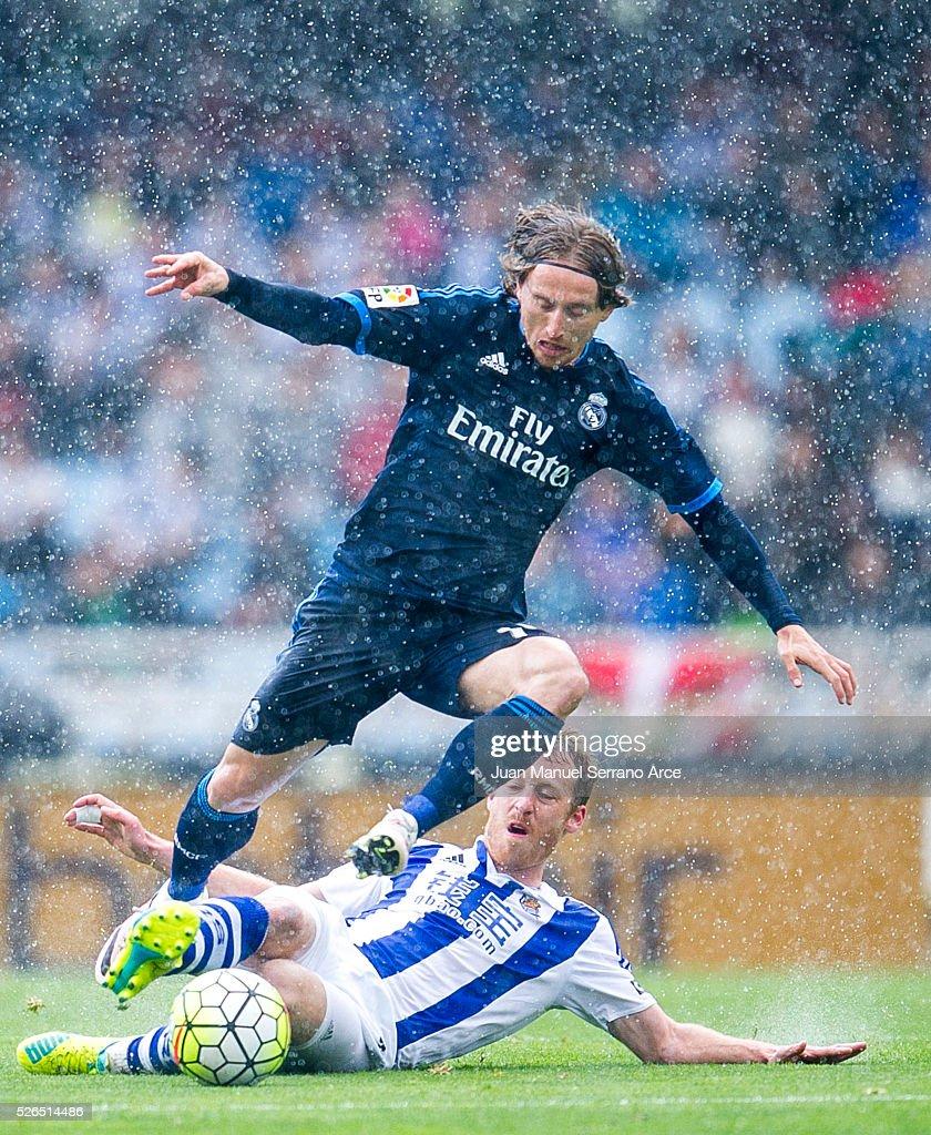 Luka Modric of Real Madrid duels for the ball with David Zurutuza of Real Sociedad during the La Liga match between Real Sociedad de Futbol and Real Madrid at Estadio Anoeta on April 30, 2016 in San Sebastian, Spain.