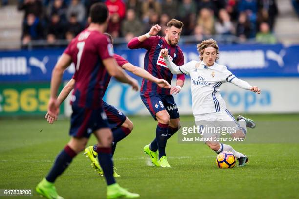 Luka Modric of Real Madrid duels for the ball withSergi Enrich of SD Eibar during the La Liga match between SD Eibar and Real Madrid at Ipurua...