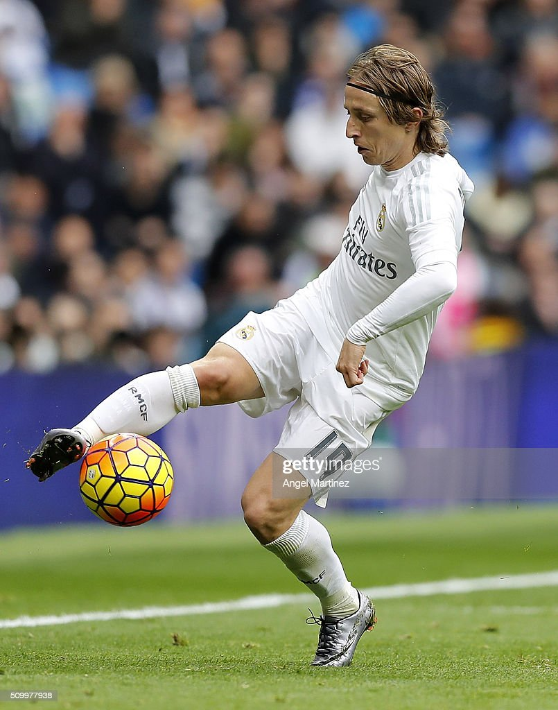 <a gi-track='captionPersonalityLinkClicked' href=/galleries/search?phrase=Luka+Modric&family=editorial&specificpeople=560350 ng-click='$event.stopPropagation()'>Luka Modric</a> of Real Madrid in action during the La Liga match between Real Madrid CF and Athletic Club at Estadio Santiago Bernabeu on February 13, 2016 in Madrid, Spain.
