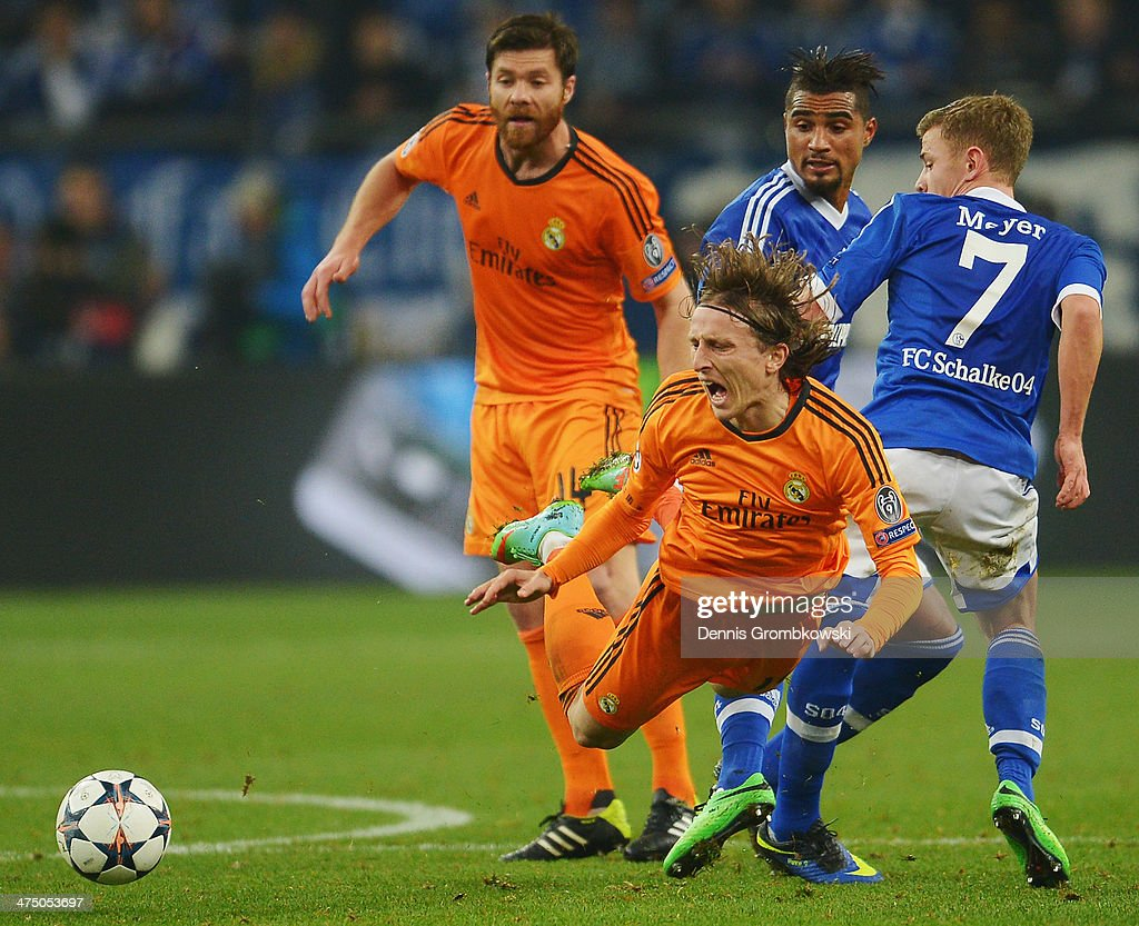 <a gi-track='captionPersonalityLinkClicked' href=/galleries/search?phrase=Luka+Modric&family=editorial&specificpeople=560350 ng-click='$event.stopPropagation()'>Luka Modric</a> of Real Madrid is challenged by Max Meyer of FC Schalke 04 during the UEFA Champions League Round of 16 first leg match between Schalke 04 and Real Madrid CF at Veltins-Arena on February 26, 2014 in Gelsenkirchen, Germany.