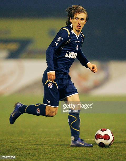 Luka Modric of Zagreb runs with the ball during the UEFA Cup Group D match between Dinamo Zagreb and Hamburger SV at the Maksimir stadium on December...