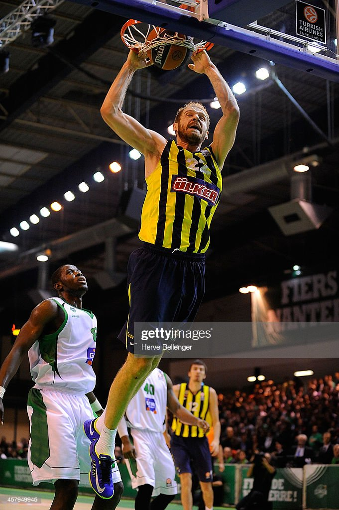 Luka Zoric, #22 of Fenerbahce Ulker Istanbul in action during the 2013-2014 Turkish Airlines Euroleague Regular Season Date 10 game between JSF Nanterre v Fenerbahce Ulker Istanbul at Halle Carpentier on December 19, 2013 in Nanterre, France.