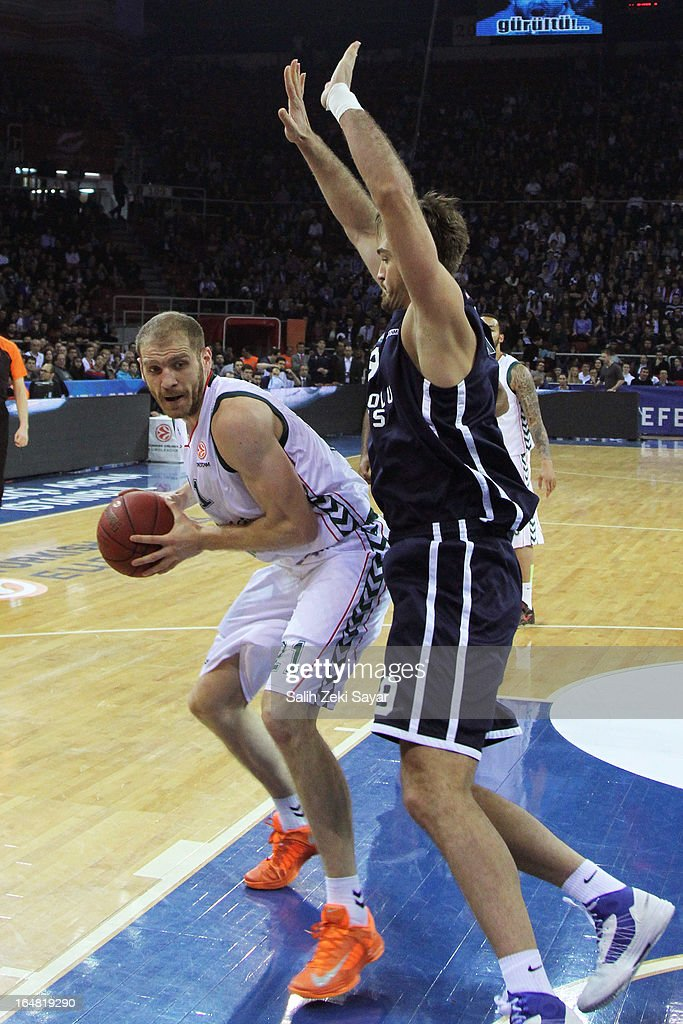 Luka Zoric #21 of Unicaja Malaga competes with <a gi-track='captionPersonalityLinkClicked' href=/galleries/search?phrase=Semih+Erden&family=editorial&specificpeople=2550292 ng-click='$event.stopPropagation()'>Semih Erden</a> #9 of Anadolu Efes during the 2012-2013 Turkish Airlines Euroleague Top 16 Date 13 between Anadolu EFES Istanbul v Unicaja Malaga at Abdi Ipekci Sports Arena on March 28, 2013 in Istanbul, Turkey.
