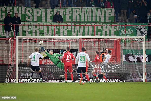 Lukas Gugganig of the SpVgg Greuther Fuerth Jakob Busk Damir Kreilach of 1 FC Union Berlin Sercan Sararer of the SpVgg Greuther Fuerth and Stephan...