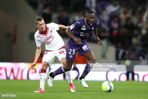 Lukas Lerager of Bordeaux and Giannelli Imbula of Toulouse during the Ligue 1 match between Toulouse and FC Girondins de Bordeaux at Stadium...