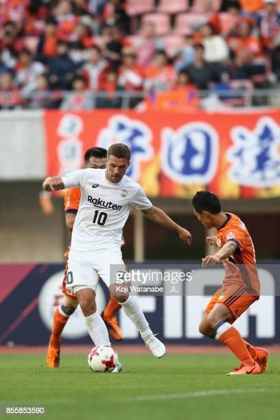 Lukas Podolski of Vissel Kobe controls the ball under pressure of Seitaro Tomisawa and Kei Koizumi of Albirex Niigata during the JLeague J1 match...