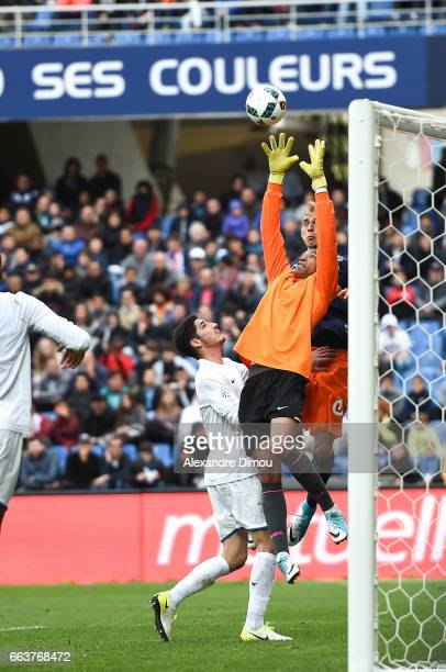 Lukas Pokorny of Montpellier and Alban Lafont of Toulouse during the French Ligue 1 match between Montpellier and Toulouse at Stade de la Mosson on...