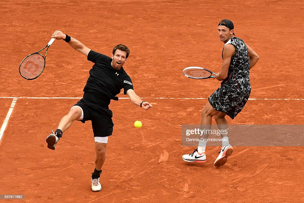 <a gi-track='captionPersonalityLinkClicked' href=/galleries/search?phrase=Lukasz+Kubot&family=editorial&specificpeople=835499 ng-click='$event.stopPropagation()'>Lukasz Kubot</a> of Poland and <a gi-track='captionPersonalityLinkClicked' href=/galleries/search?phrase=Alexander+Peya&family=editorial&specificpeople=647128 ng-click='$event.stopPropagation()'>Alexander Peya</a> of Austria in action during the Men's Doubles semi final match against Mike Bryan and Bob Bryan of the United States on day thirteen of the 2016 French Open at Roland Garros on June 3, 2016 in Paris, France.