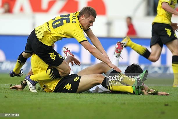 Lukasz Piszczek Borussia Dortmund und Mats Julian Hummels Borussia Dortmund stoppen Shinji Okazaki VFB Stuttgart Fussball 1 Bundesliga VFB Stuttgart...