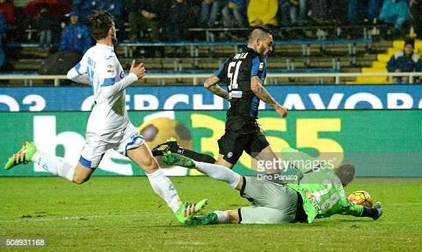 Lukasz Skorupski goalkeeper of Empoli FC saves a shot from Mauricio Pinilia of Atalanta BC during the Serie A match between Atalanta BC and Empoli FC...