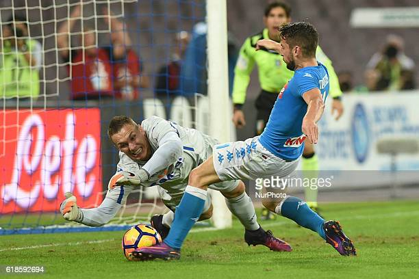 Lukasz Skorupski of Empoli FC and Dries Mertens of SSC Napoli during the italian Serie A football match between SSC Napoli and Empoli FC at San Paolo...
