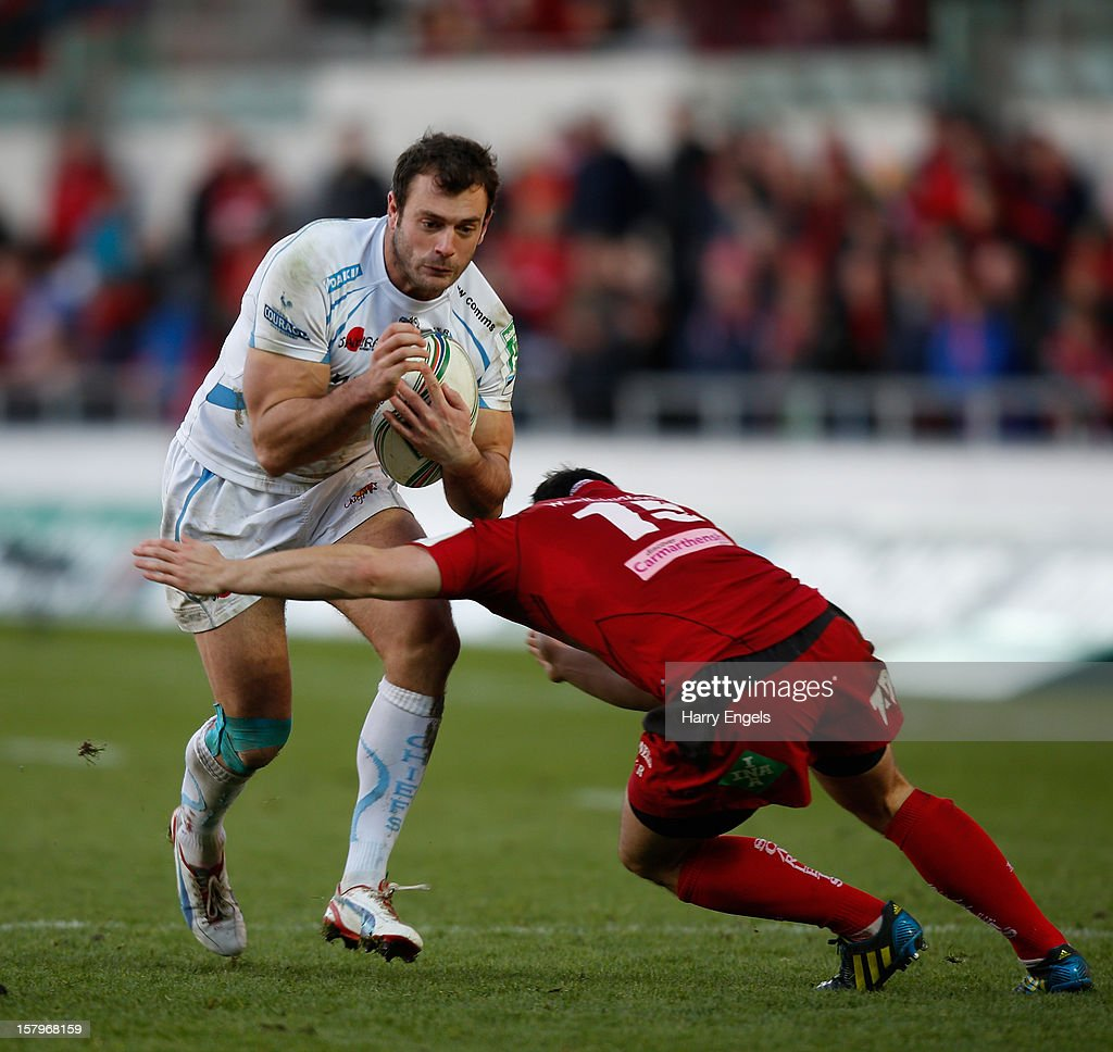 <a gi-track='captionPersonalityLinkClicked' href=/galleries/search?phrase=Luke+Arscott&family=editorial&specificpeople=2350778 ng-click='$event.stopPropagation()'>Luke Arscott</a> of Exeter runs at Dan Newton of Scarlets during the Heineken Cup match between Scarlets and Exeter Chiefs at Parc y Scarlets on December 8, 2012 in Llanelli, Wales.