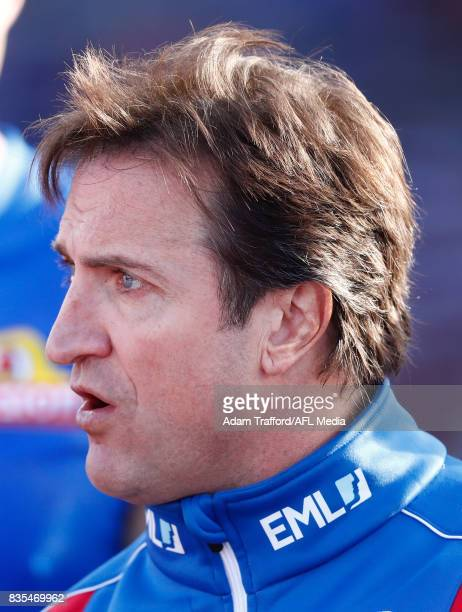 Luke Beveridge Senior Coach of the Bulldogs addresses his players during the 2017 AFL round 22 match between the Western Bulldogs and the Port...
