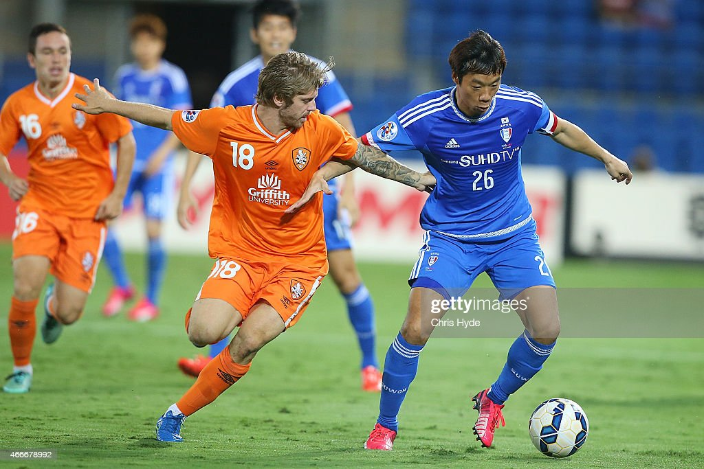 Luke Brattan of the Roar and Yeom KiHun of Suwon compete for the ball during the Asian Champions League match between the Brisbane Roar and Suwon...