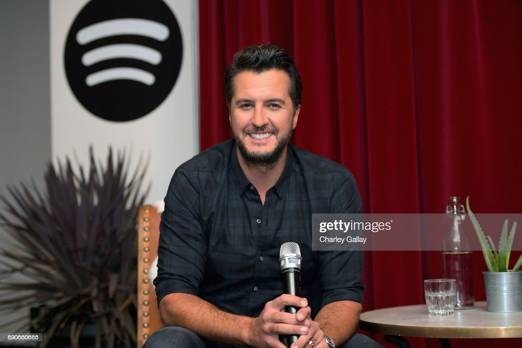 "Luke Bryan Celebrates His New Album ""What Makes You Country"" With His Biggest Spotify Premium Fans"