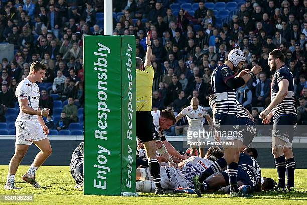 Luke Cowan Dickie of Exeter scores a try during the European Rugby Champions Cup match between Union Bordeaux Begles and Exeter Chiefs at stade Chban...