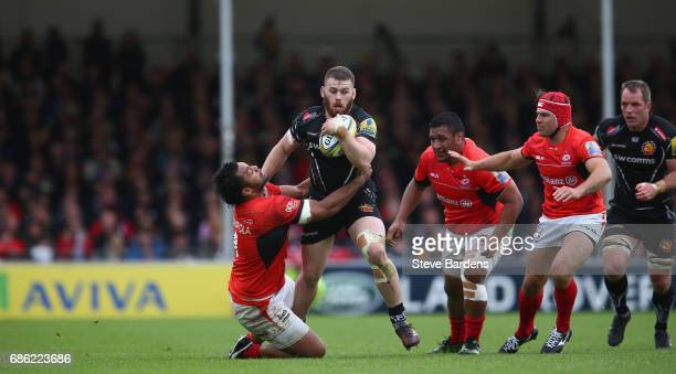 Luke CowanDickie of Exeter Chiefs hands off Billy Vunipola of Saracens during the Aviva Premiership semi final match between Exeter Chiefs and...