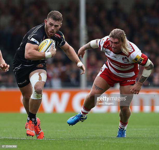 Luke CowanDickie of Exeter moves away from Richard Hibbard during the Aviva Premiership match between Exeter Chiefs and Gloucester at Sandy Park on...