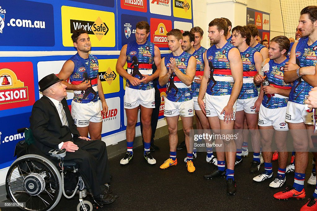 <a gi-track='captionPersonalityLinkClicked' href=/galleries/search?phrase=Luke+Dahlhaus&family=editorial&specificpeople=6892749 ng-click='$event.stopPropagation()'>Luke Dahlhaus</a> of the Bulldogs receives the Bob Rose-Charlie Sutton Medal during the round 10 AFL match between the Collingwood Magpies and the Western Bulldogs at Melbourne Cricket Ground on May 29, 2016 in Melbourne, Australia.