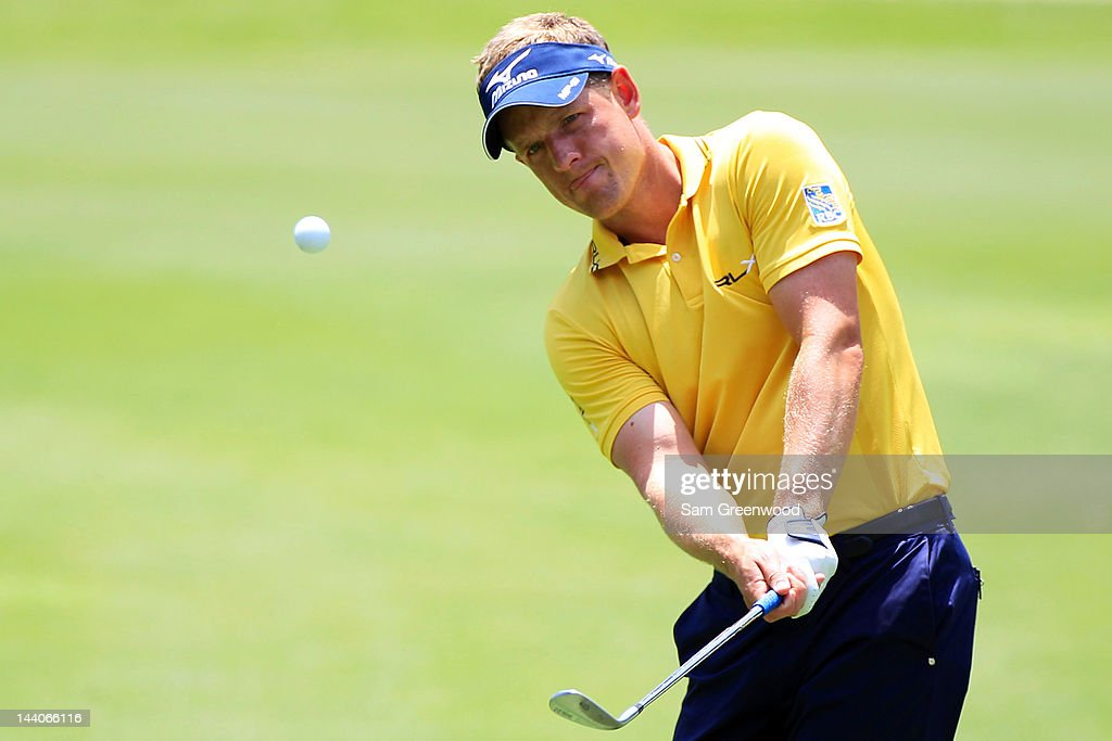 <a gi-track='captionPersonalityLinkClicked' href=/galleries/search?phrase=Luke+Donald&family=editorial&specificpeople=194977 ng-click='$event.stopPropagation()'>Luke Donald</a> of England hits a chip shot during a practice round prior to the start of THE PLAYERS Championship held at THE PLAYERS Stadium course at TPC Sawgrass on May 9, 2012 in Ponte Vedra Beach, Florida.