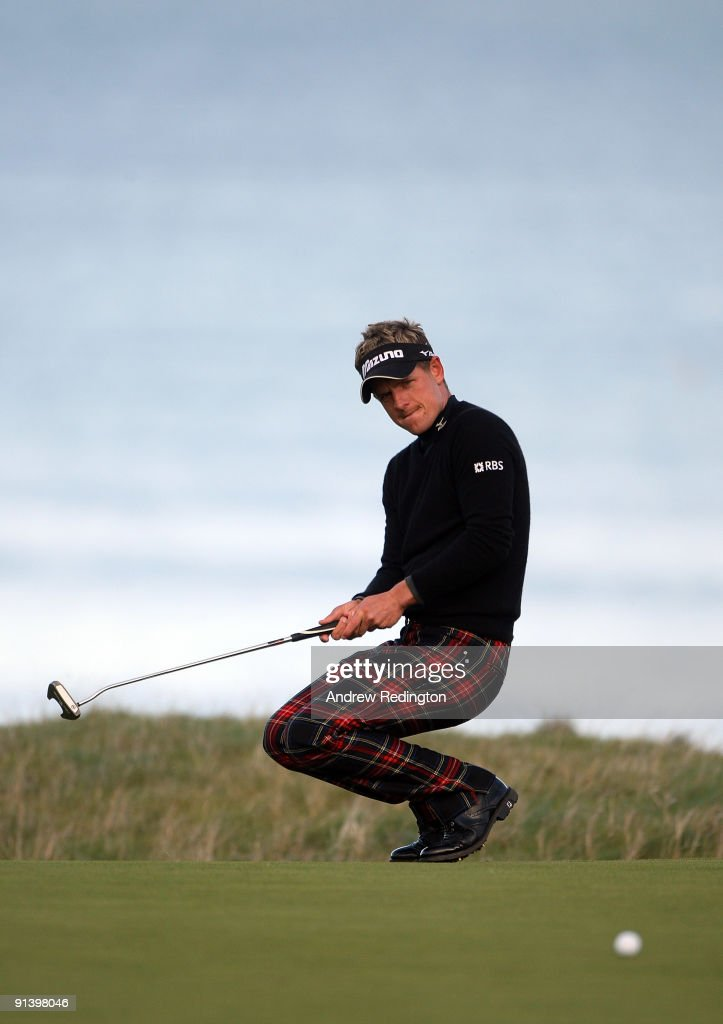 Luke Donald of England reacts after just missing his putt on the 18th green during the third round of The Alfred Dunhill Links Championship at Kingsbarns Golf Links on October 4, 2009 in Kingsbarns, Scotland.The third round was postponed on Saturday due to gale force winds.