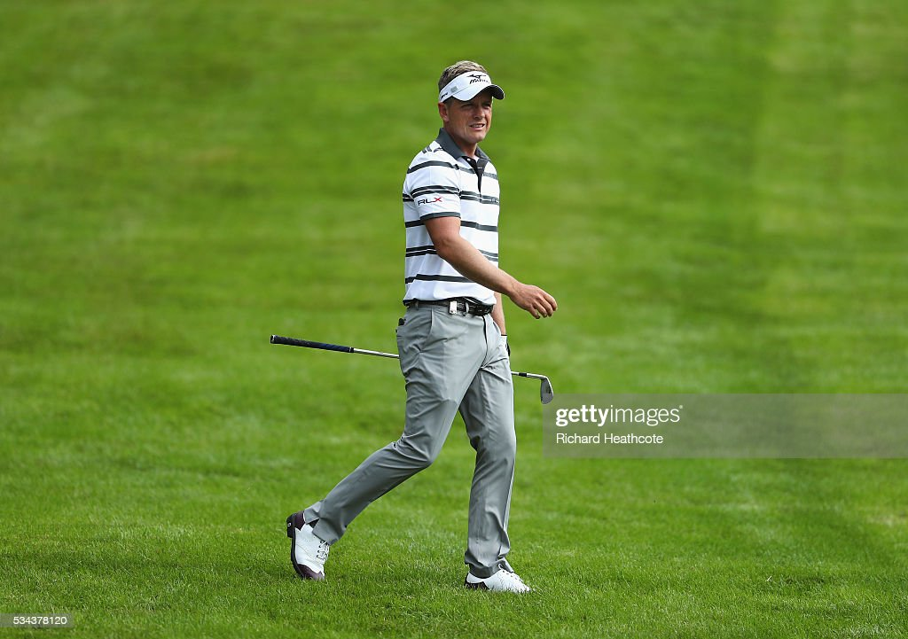 <a gi-track='captionPersonalityLinkClicked' href=/galleries/search?phrase=Luke+Donald&family=editorial&specificpeople=194977 ng-click='$event.stopPropagation()'>Luke Donald</a> of England watches his 2nd shot on the 4th hole during day one of the BMW PGA Championship at Wentworth on May 26, 2016 in Virginia Water, England.