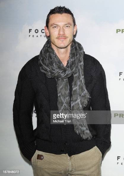 luke-evans-arrives-at-the-los-angeles-premiere-of-promised-land-held-picture-id157848072