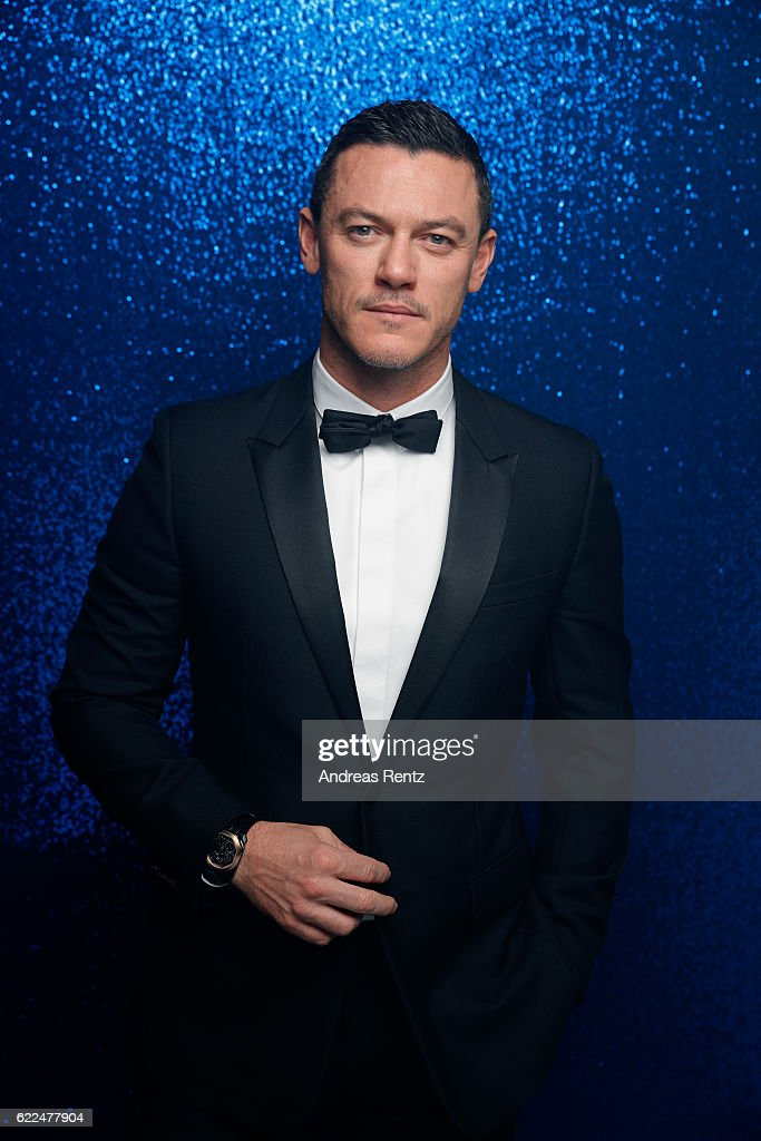 Luke Evans, wearing a Bulgari watch, poses backstage at the GQ Men of the year Award 2016 (german: GQ Maenner des Jahres 2016) at Komische Oper on November 10, 2016 in Berlin, Germany.