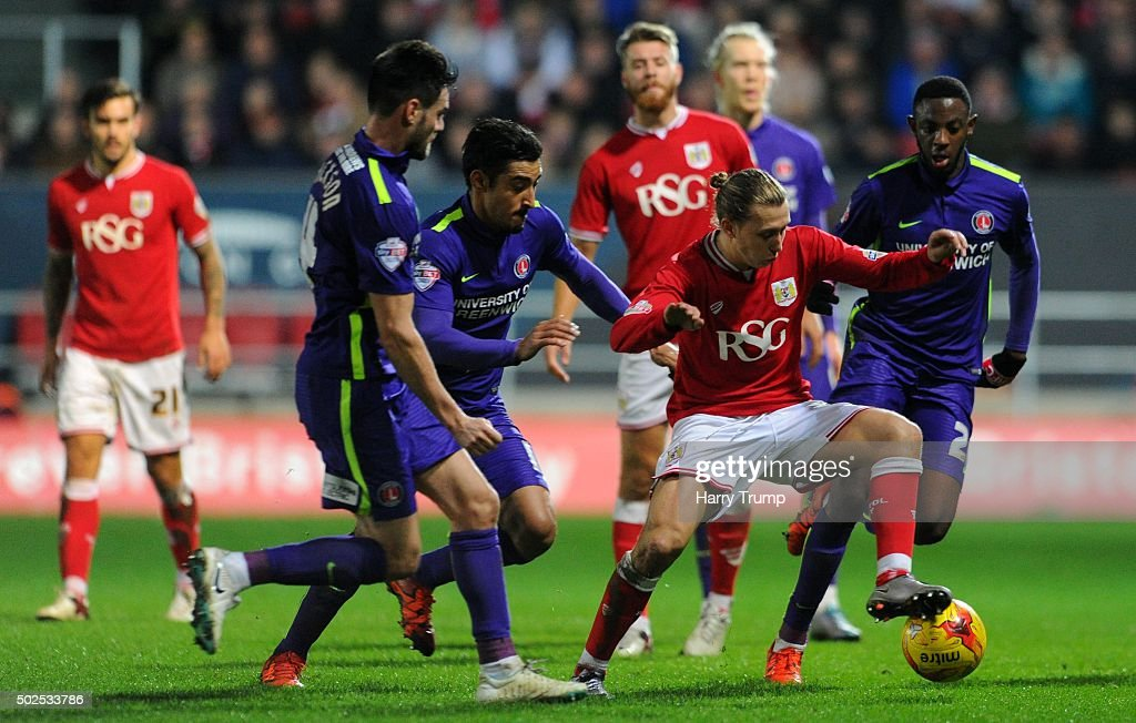 Luke Freeman of Bristol City is tackled by <a gi-track='captionPersonalityLinkClicked' href=/galleries/search?phrase=Johnnie+Jackson&family=editorial&specificpeople=853675 ng-click='$event.stopPropagation()'>Johnnie Jackson</a> of Charlton Athletic and <a gi-track='captionPersonalityLinkClicked' href=/galleries/search?phrase=Mouhamadou-Naby+Sarr&family=editorial&specificpeople=11332133 ng-click='$event.stopPropagation()'>Mouhamadou-Naby Sarr</a> of Charlton Athletic during the Sky Bet Championship match between Bristol City and Charlton Athletic at Ashton Gate on December 26, 2015 in Bristol, England.