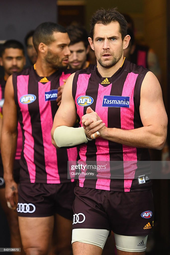 <a gi-track='captionPersonalityLinkClicked' href=/galleries/search?phrase=Luke+Hodge&family=editorial&specificpeople=241521 ng-click='$event.stopPropagation()'>Luke Hodge</a> of the Hawks leads his teaout onto the field during the round 14 AFL match between the Hawthorn Hawks and the Gold Coast Suns at Aurora Stadium on June 26, 2016 in Launceston, Australia.
