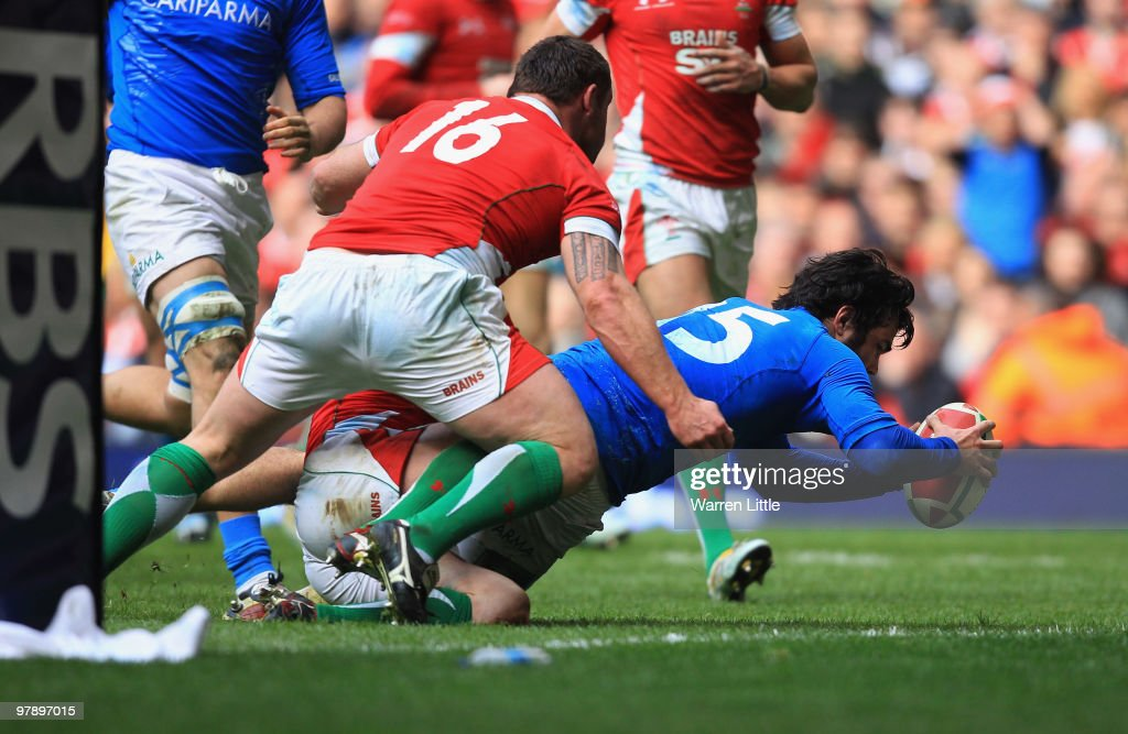 <a gi-track='captionPersonalityLinkClicked' href=/galleries/search?phrase=Luke+McLean&family=editorial&specificpeople=5700811 ng-click='$event.stopPropagation()'>Luke McLean</a> of Italy dives over to score a try during the RBS Six Nations Championship match between Wales and Italy at Millennium Stadium on March 20, 2010 in Cardiff, Wales.