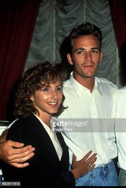 Luke Perry and costar Gabrielle Carteris circa 1992 in New York City