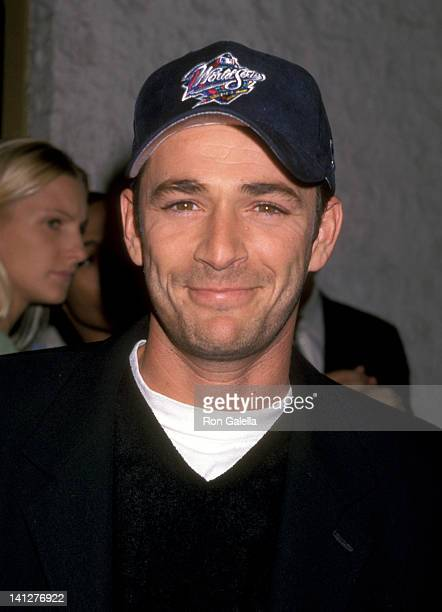 Luke Perry at the Premiere of 'Pleasantville' Mann National Theatre Westwood