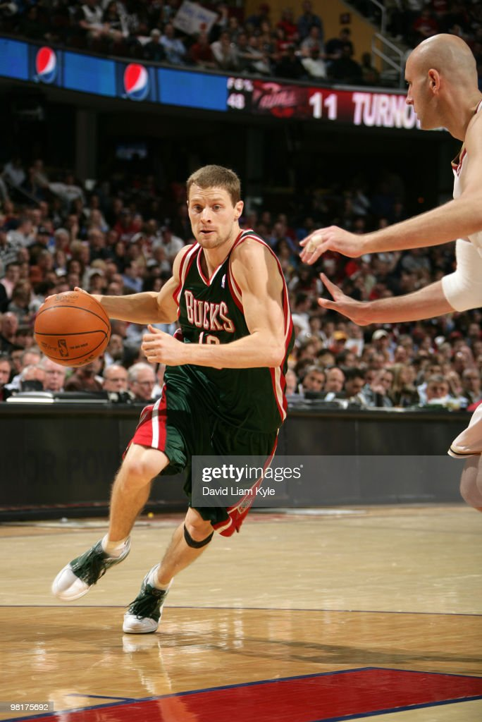 <a gi-track='captionPersonalityLinkClicked' href=/galleries/search?phrase=Luke+Ridnour&family=editorial&specificpeople=201824 ng-click='$event.stopPropagation()'>Luke Ridnour</a> #13 of the Milwaukee Bucks drives to the basket against <a gi-track='captionPersonalityLinkClicked' href=/galleries/search?phrase=Zydrunas+Ilgauskas&family=editorial&specificpeople=201568 ng-click='$event.stopPropagation()'>Zydrunas Ilgauskas</a> #11 of the Cleveland Cavaliers on March 31, 2010 at The Quicken Loans Arena in Cleveland, Ohio.