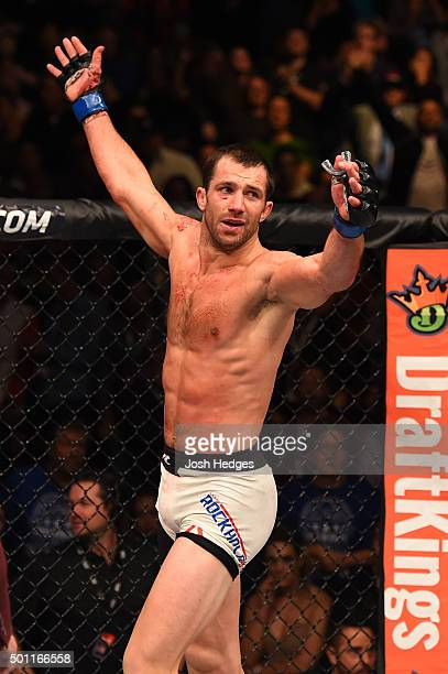 Luke Rockhold walks back to his corner during his UFC middleweight championship bout during the UFC 194 event inside MGM Grand Garden Arena on...