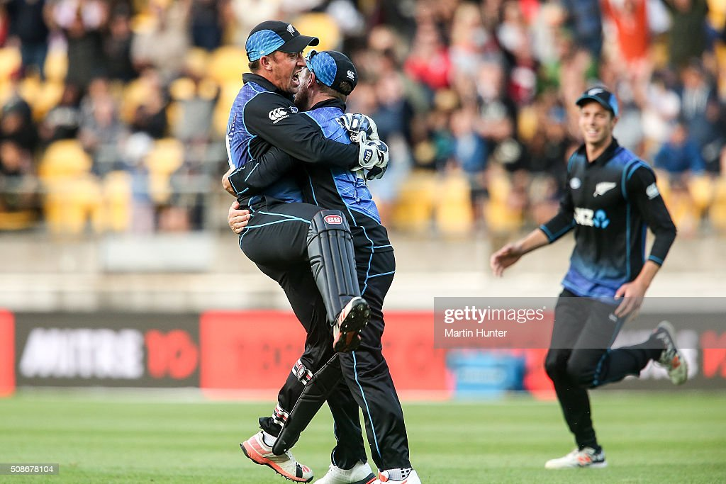 Luke Ronchi (L) of New Zealand is hugged by Brendon McCullum (C) after holding a catch to dismiss Steve Smith of Australia during game two of the one day international series between New Zealand and Australia at Westpac Stadium on February 6, 2016 in Wellington, New Zealand.
