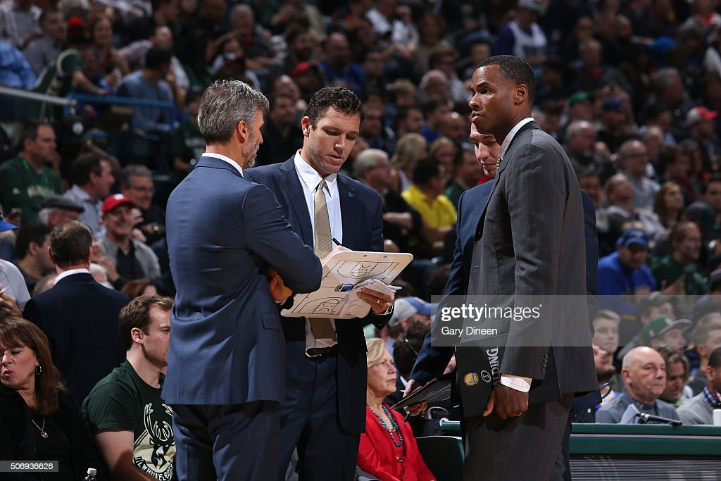 <a gi-track='captionPersonalityLinkClicked' href=/galleries/search?phrase=Luke+Walton+-+Basketball+Player&family=editorial&specificpeople=202565 ng-click='$event.stopPropagation()'>Luke Walton</a>, <a gi-track='captionPersonalityLinkClicked' href=/galleries/search?phrase=Jarron+Collins&family=editorial&specificpeople=202071 ng-click='$event.stopPropagation()'>Jarron Collins</a>, and Bruce Fraser of the Golden State Warriors discusses plays before the game against the Milwaukee Bucks on December 12, 2015 at the BMO Harris Bradley Center in Milwaukee, Wisconsin.
