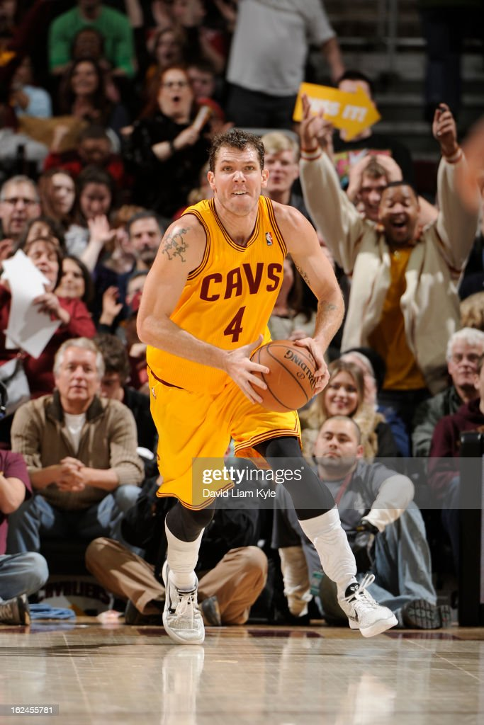 <a gi-track='captionPersonalityLinkClicked' href=/galleries/search?phrase=Luke+Walton+-+Basketball+Player&family=editorial&specificpeople=202565 ng-click='$event.stopPropagation()'>Luke Walton</a> #4 of the Cleveland Cavaliers passes the ball up the court against the Milwaukee Bucks at The Quicken Loans Arena on January 25, 2013 in Cleveland, Ohio.