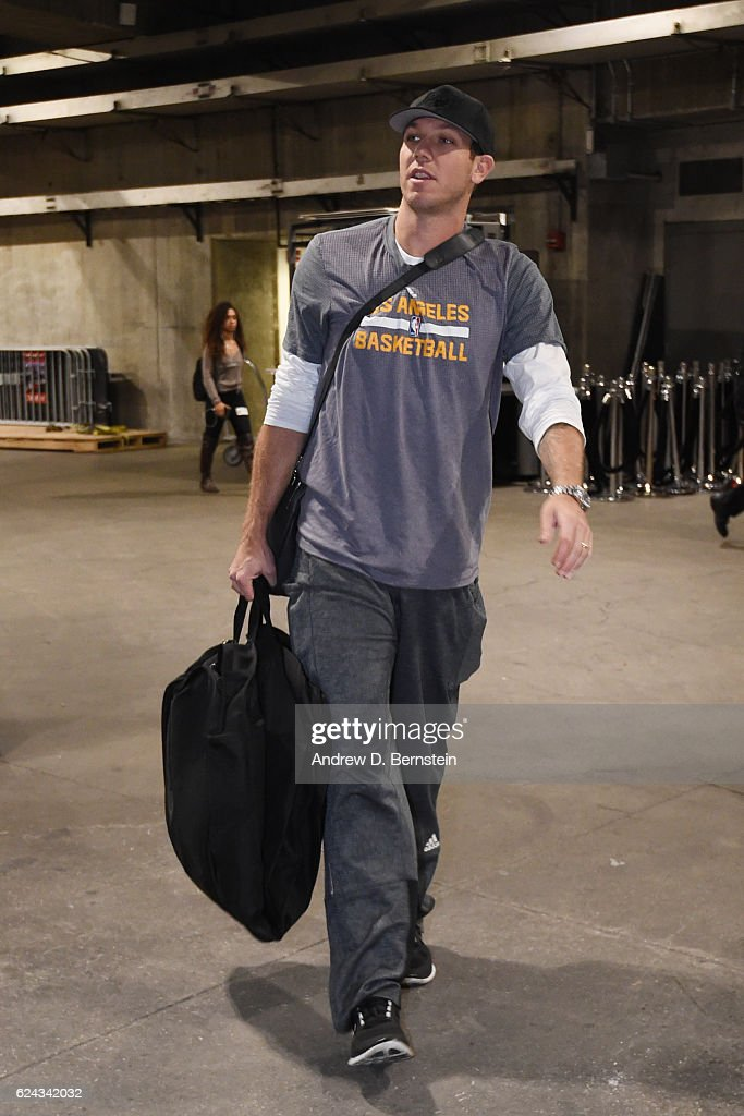 Luke Walton of the Los Angeles Lakers arrives at the Staples Center before the game against the San Antonio Spurs on November 18, 2016 in Los Angeles, California.