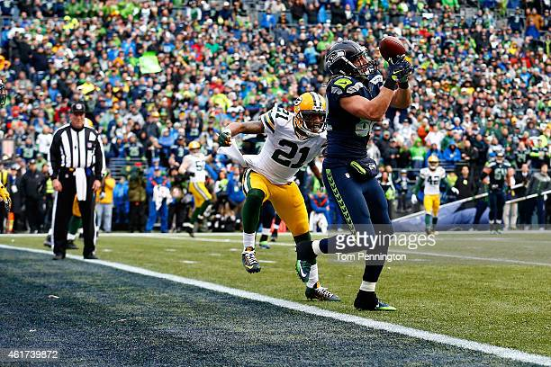 Luke Willson of the Seattle Seahawks catches a two point conversion in front of Ha Ha ClintonDix of the Green Bay Packers during the fourth quarter...
