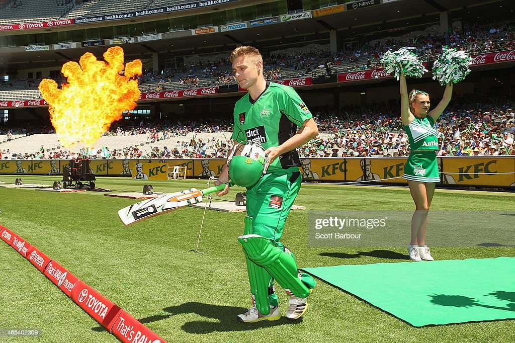 Luke Wright of the Stars walks out to bat during the Big Bash League match between the Melbourne Stars and the Perth Scorchers at Melbourne Cricket Ground on January 27, 2014 in Melbourne, Australia.